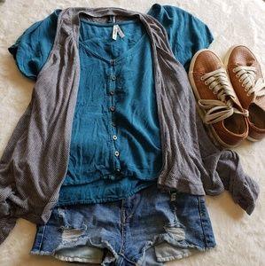 Tops - Striped flowy vest